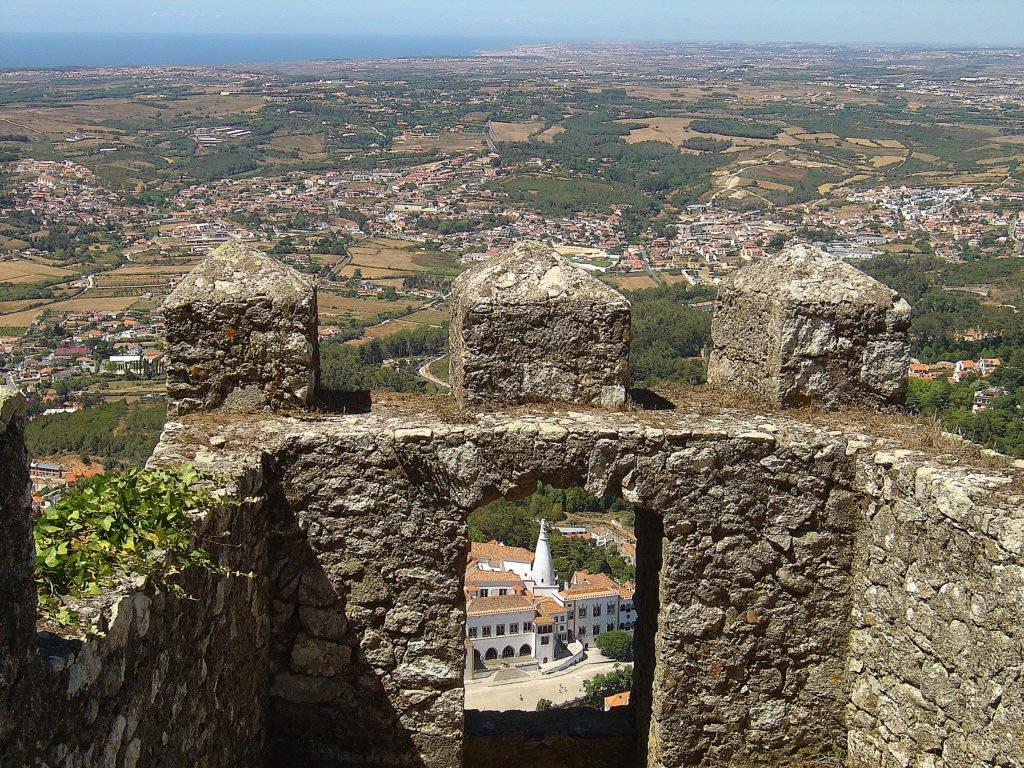 Почему нужно посетить Castelo dos Mouros