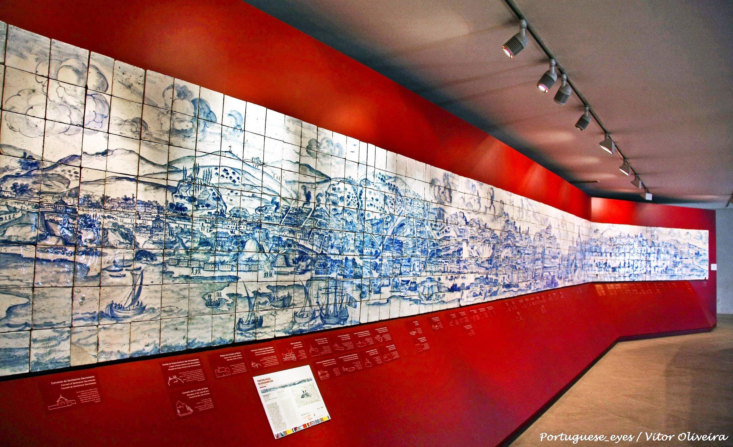 Плитка азулежу в музее