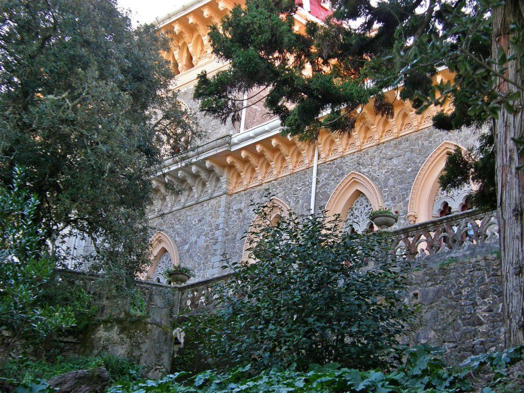 экскурсию в парк и дворец Монсеррат