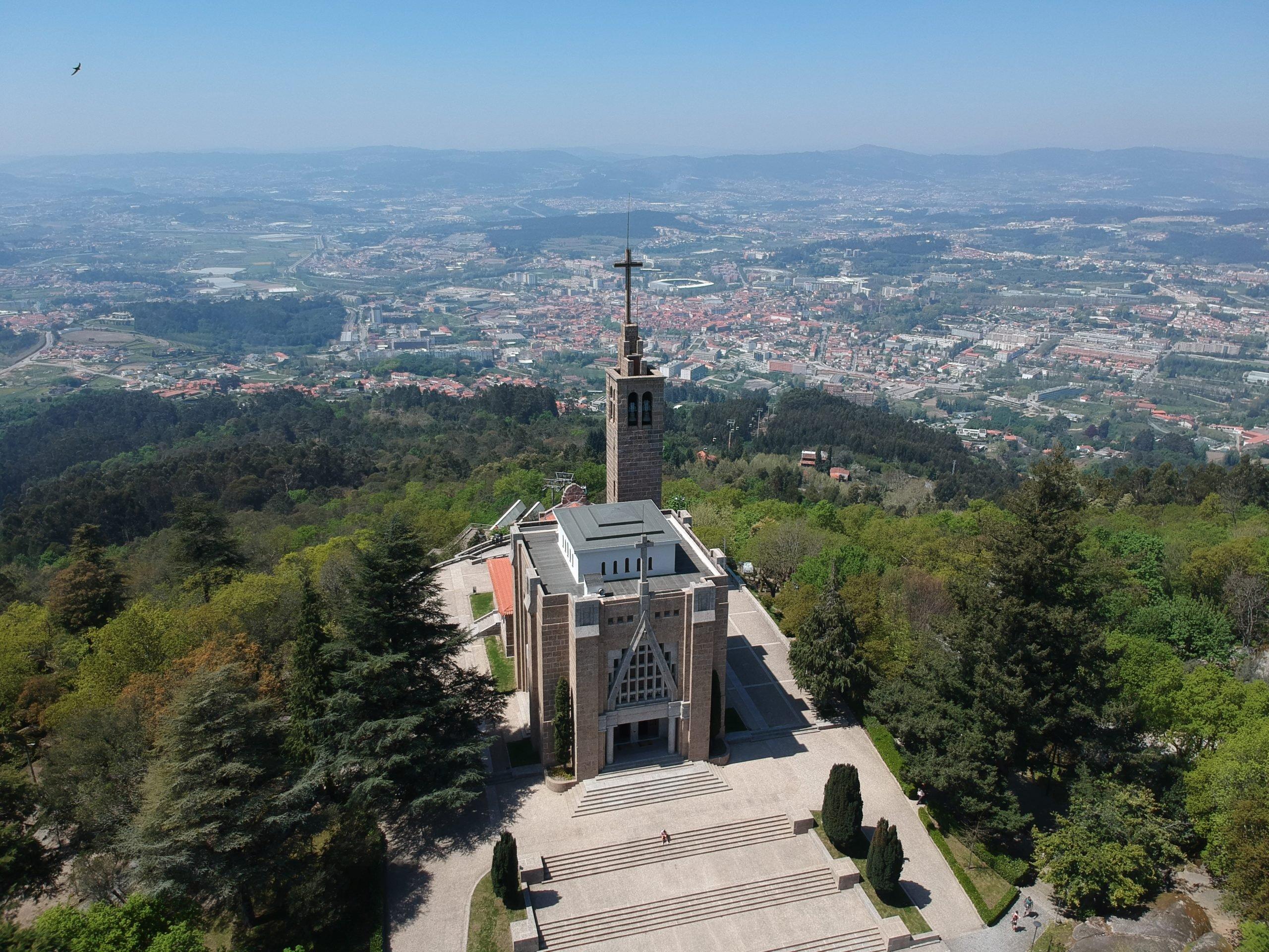 церковь Выстроена на холме Монте-да-Пенья