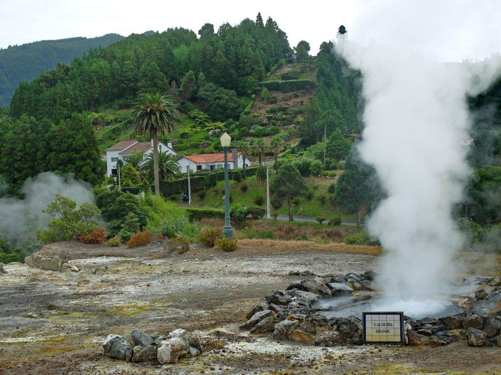 ямах вулканов долины Фурнаш