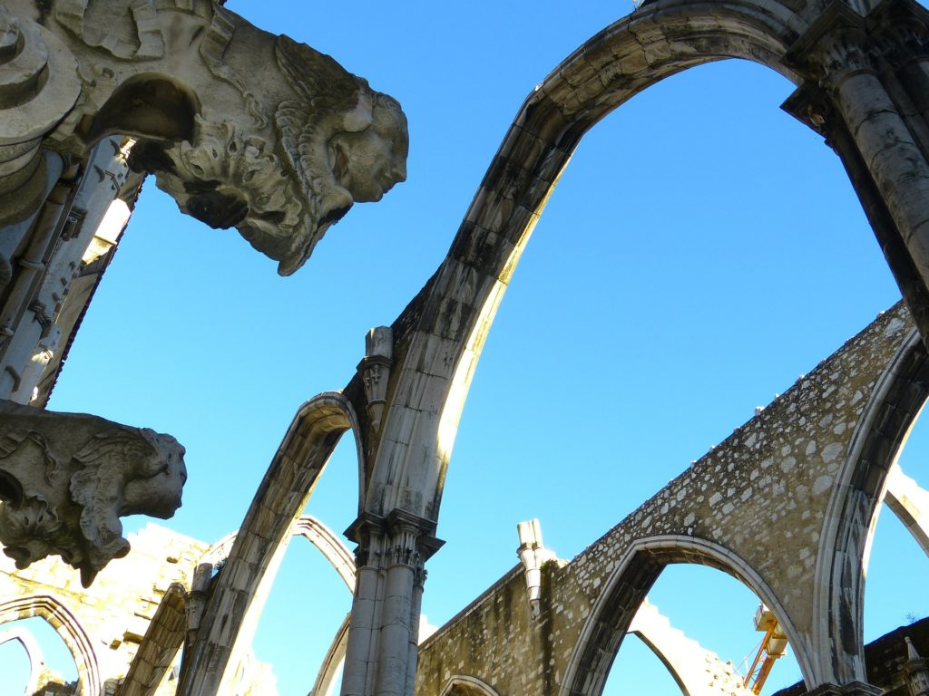 Монастырь кармелитов в Португалии