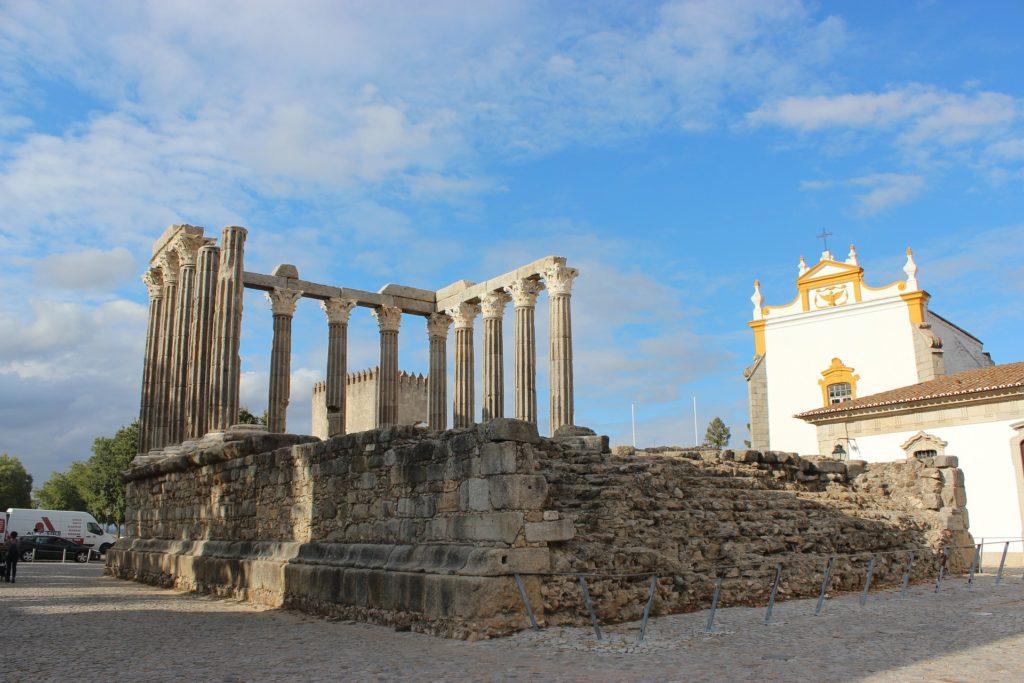 Римский храм в Португалии