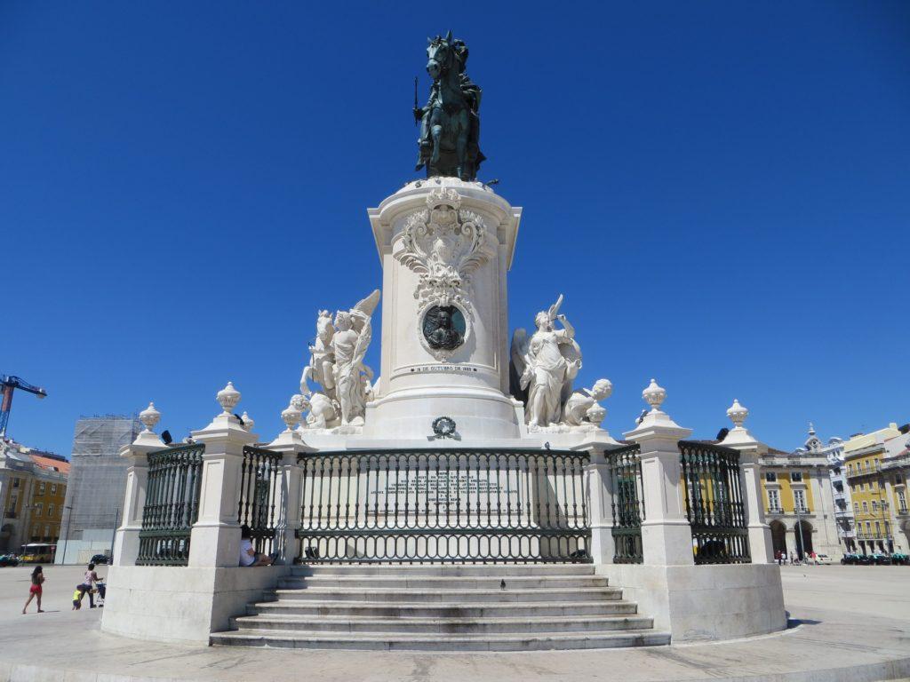 памятник королю реформатору Жозе I
