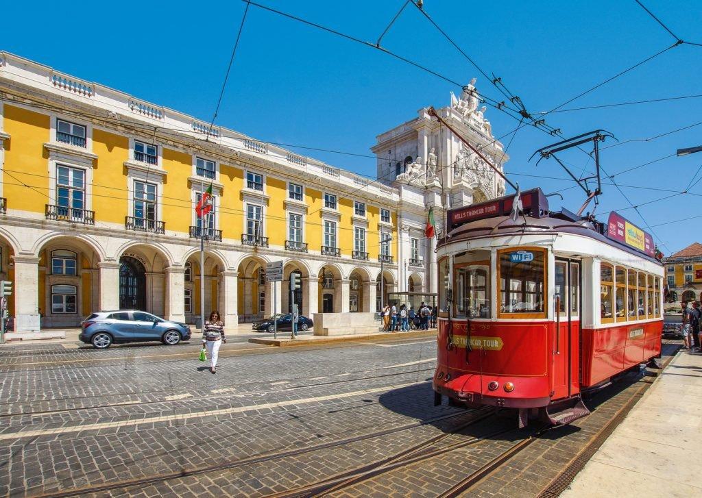Трамвай старинный