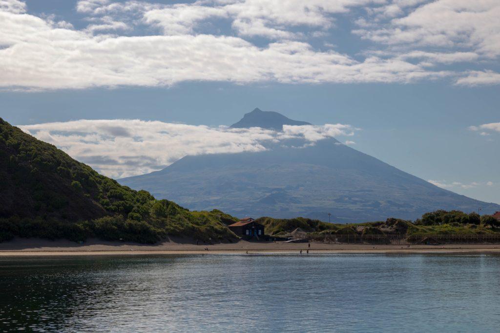 среднемесячная температура днем и ночью на острове пику