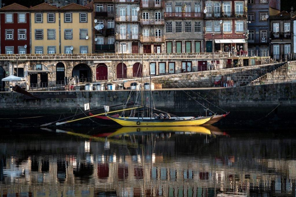 Набережная в городе порту