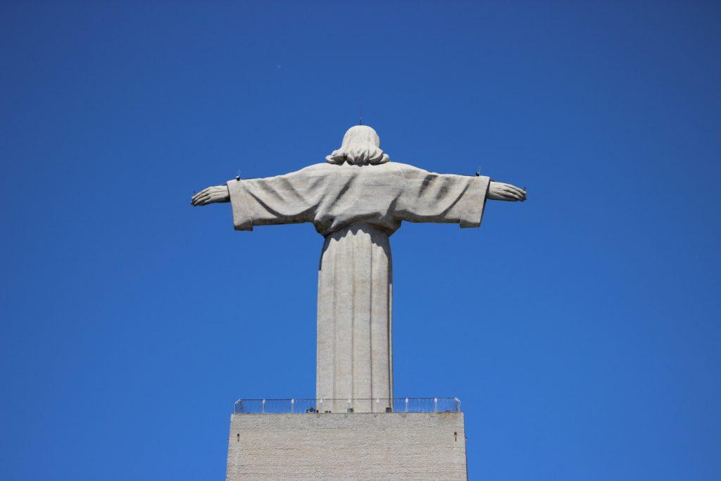 статуя иисуса в лиссабоне
