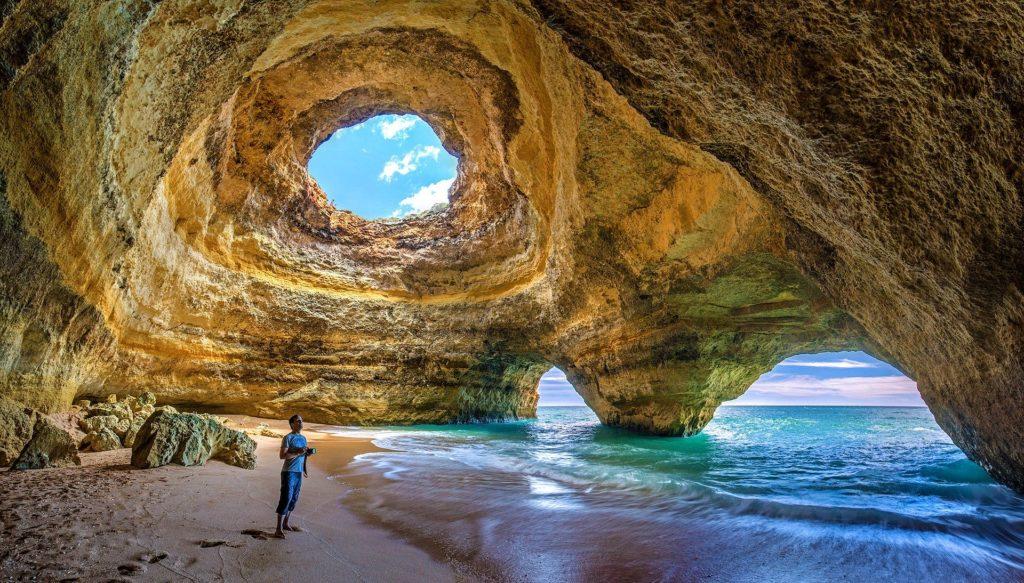 пещера Бенагил в Алгарве португалия