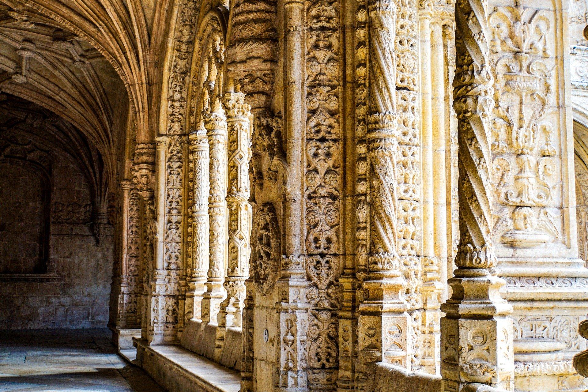 коридор монастыря