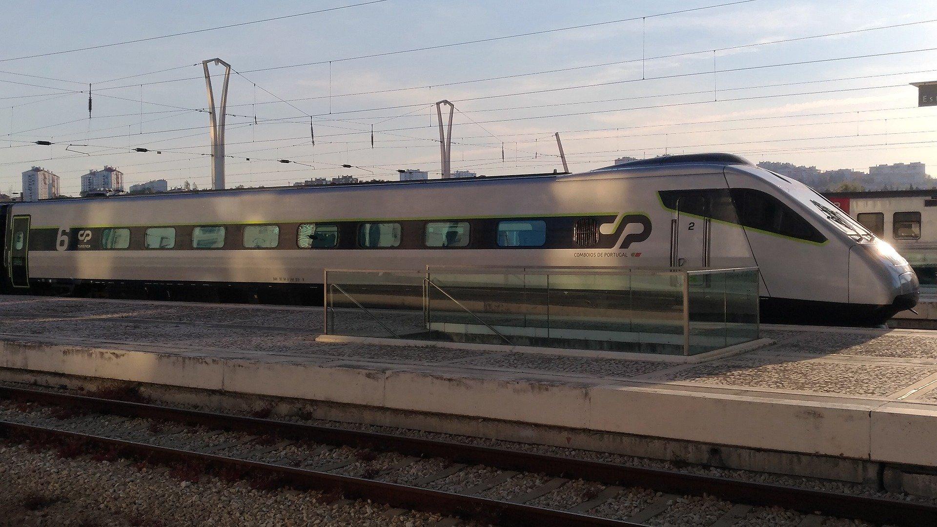 Поезд Alfa Pendular