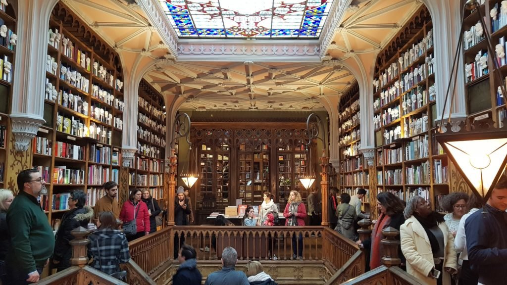 Книжный магазин Леллу