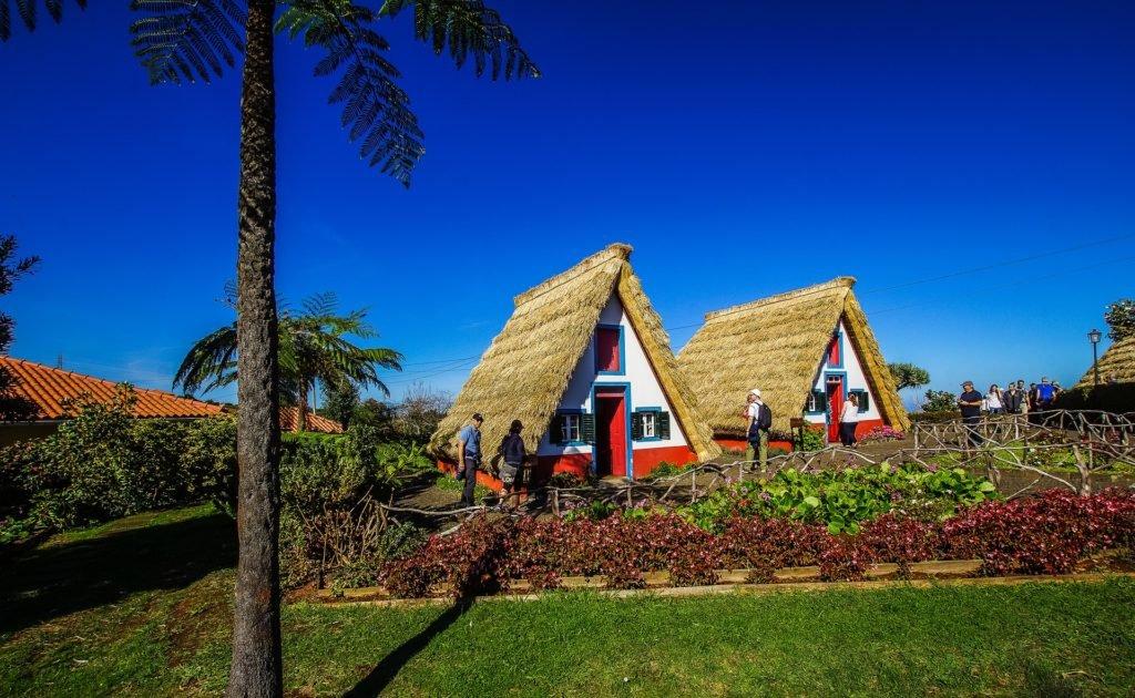 Деревушка с треугольными домиками