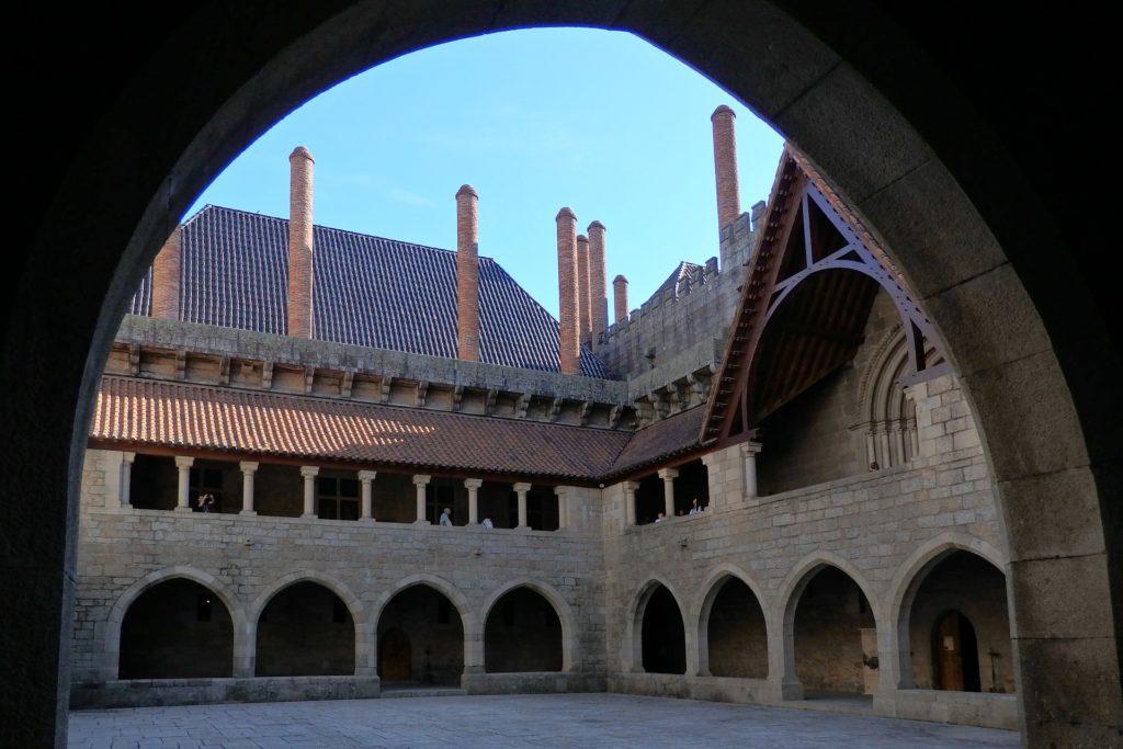Замок Гимарайнш внутри