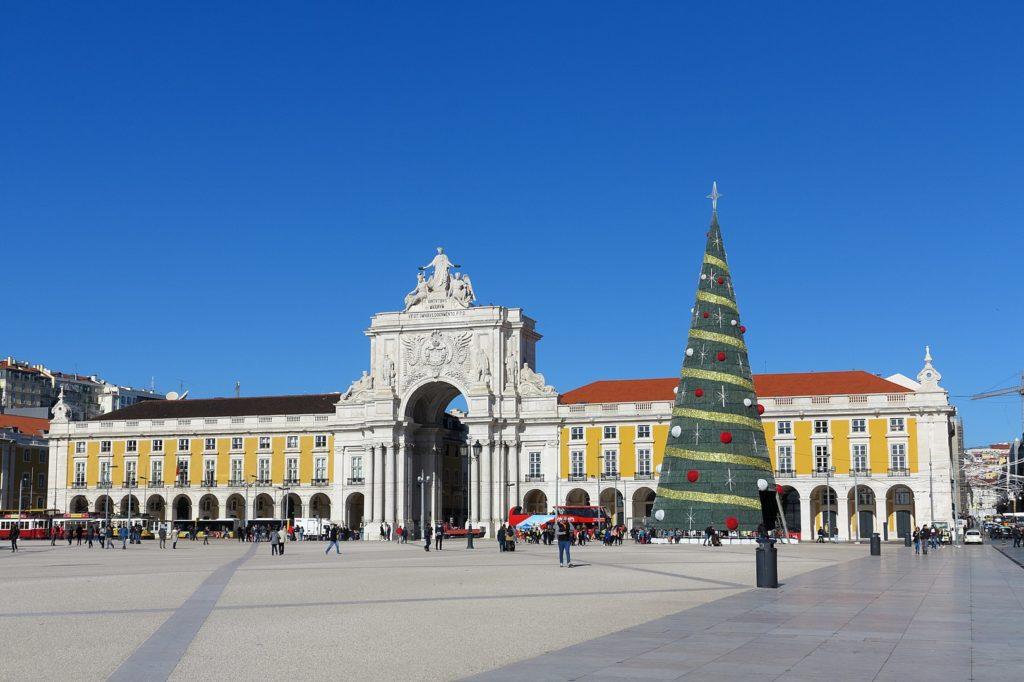 Рождественская елка на площади коммерции