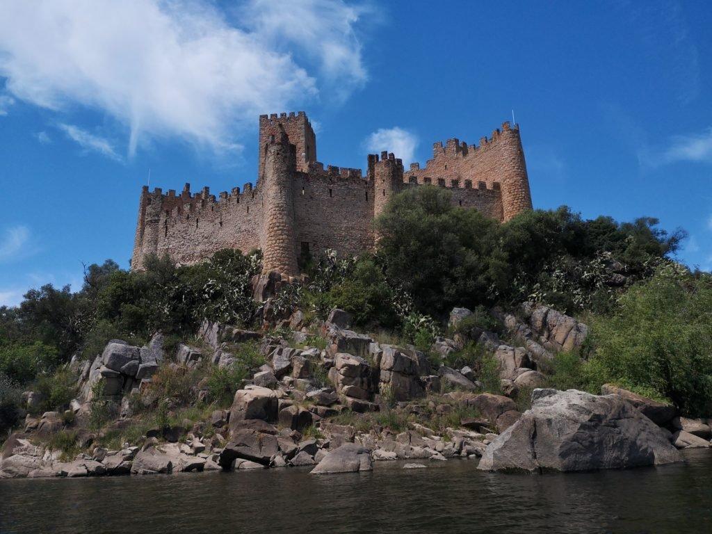 Замок Алмоурол