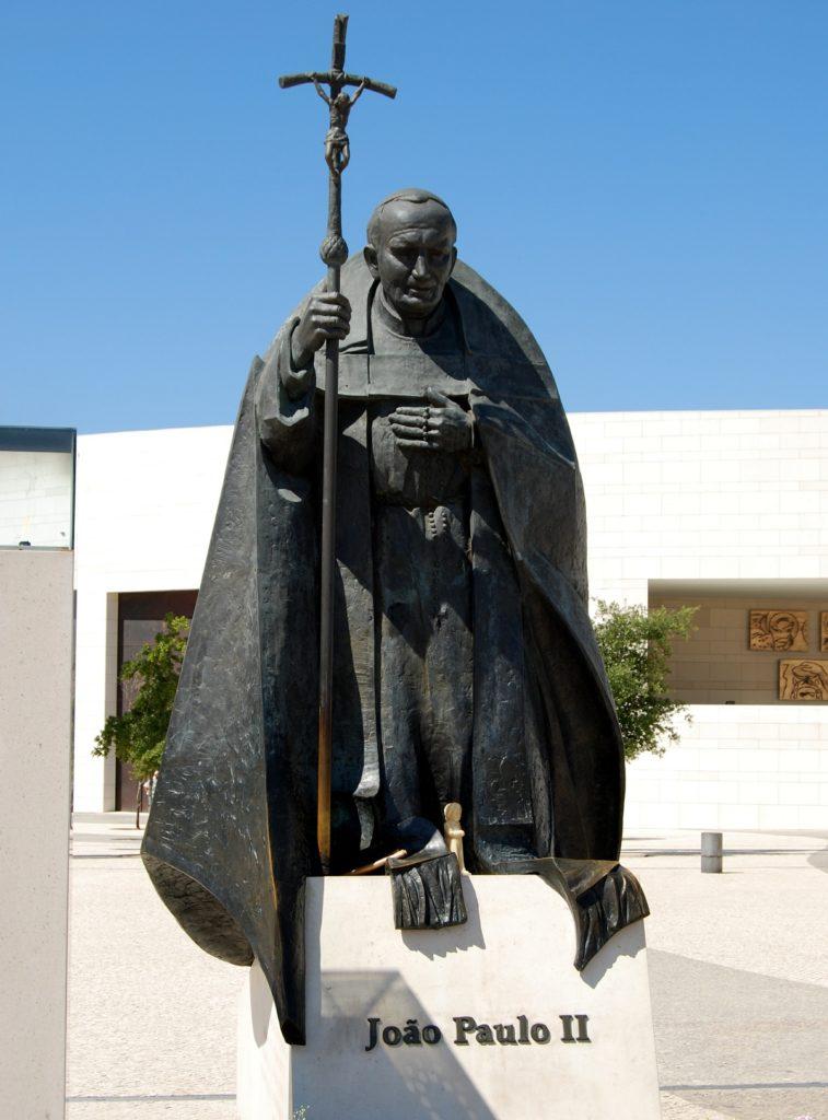 Статуя иоана 2 в Фатима