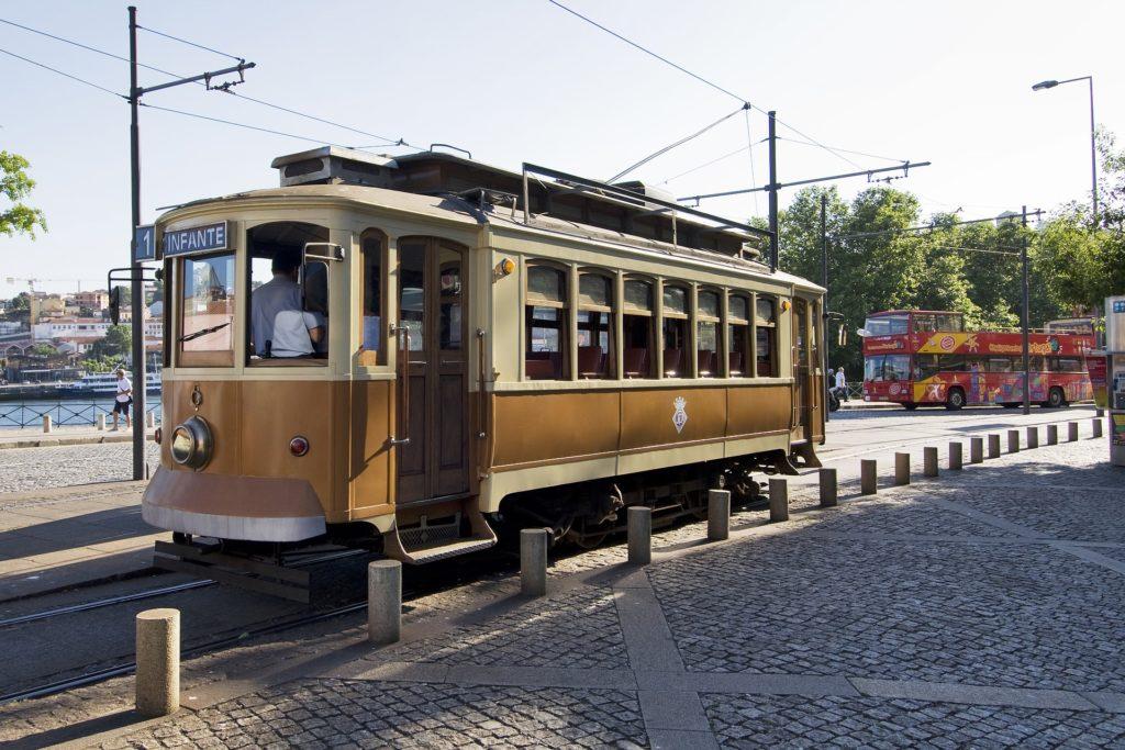 Экскурсионный трамвай в Порту