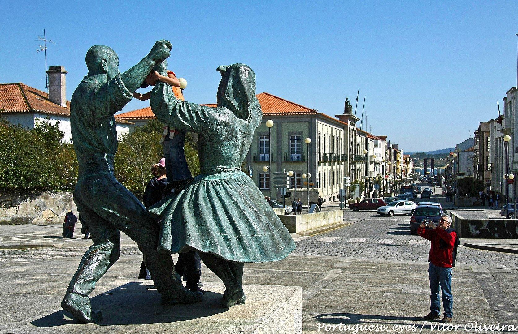 Памятник местному фольклеру