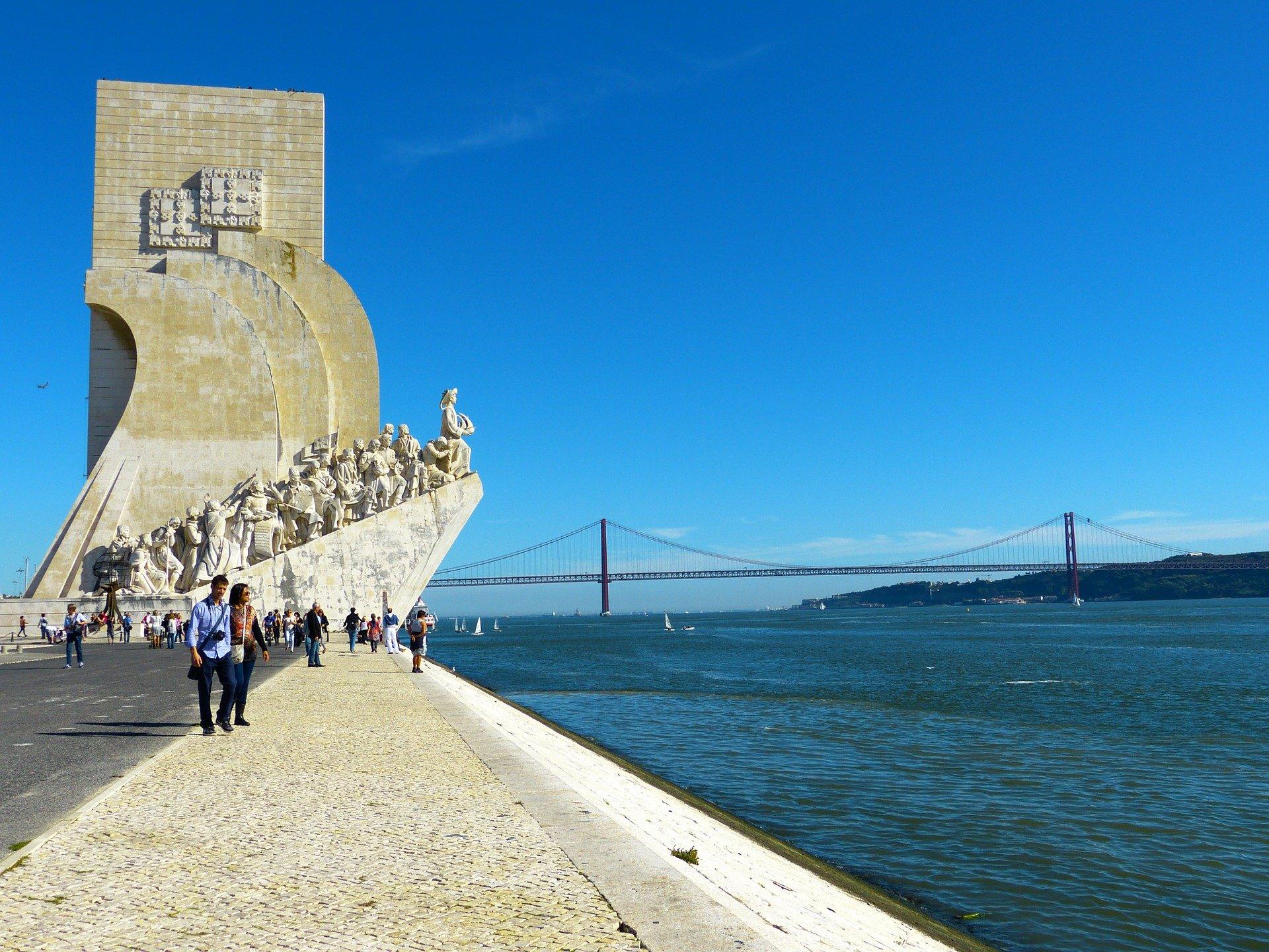 Памятник первооткрывателям в Португалии