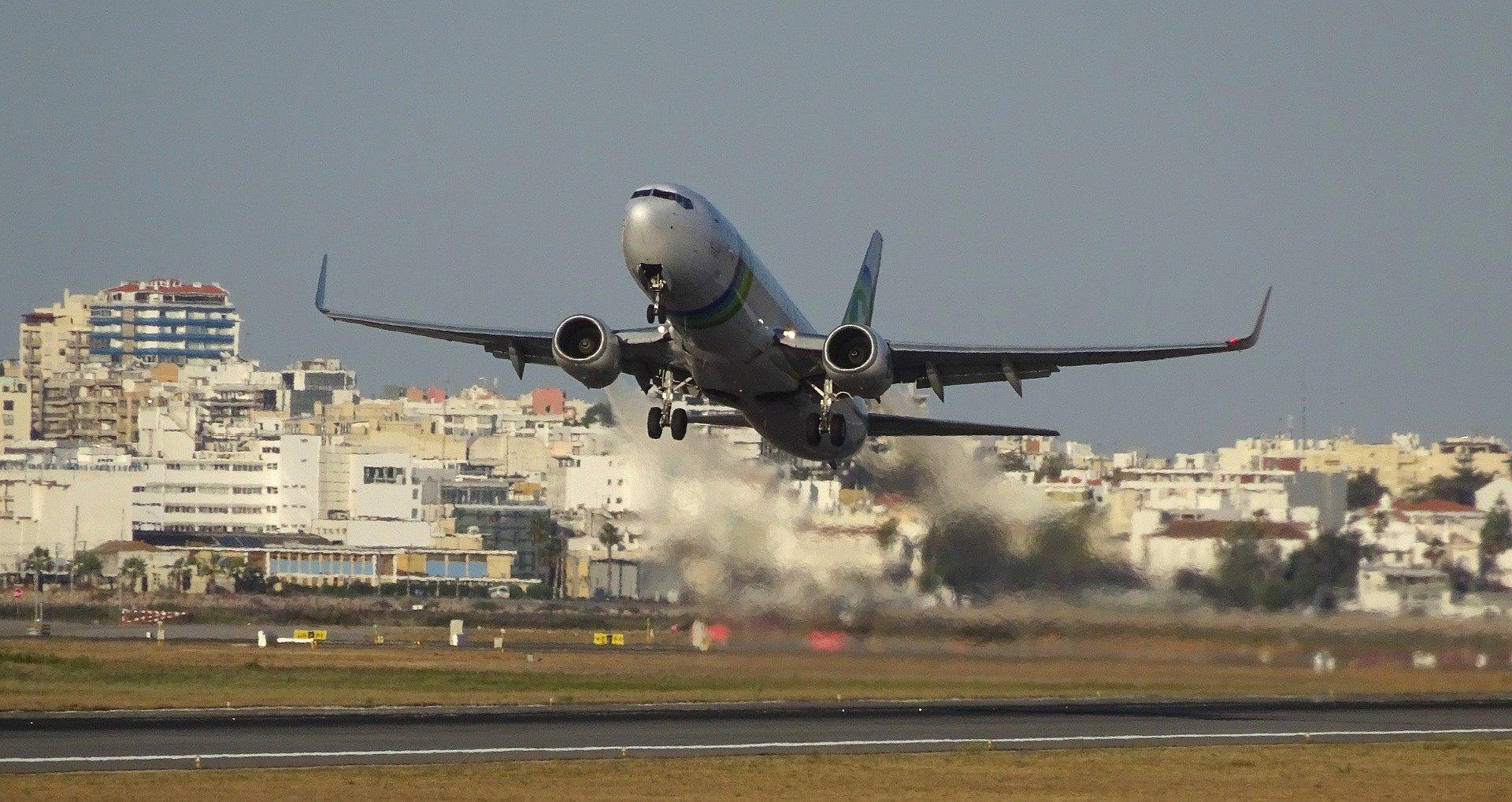 Самолет Фару-Лиссабон